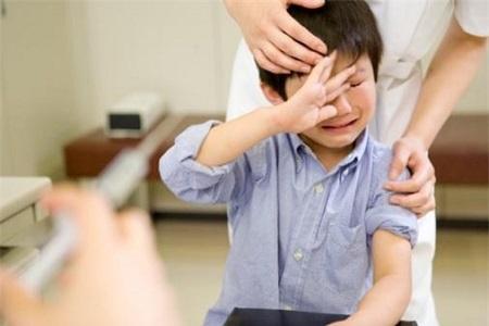 đau tinh hoàn ở trẻ em